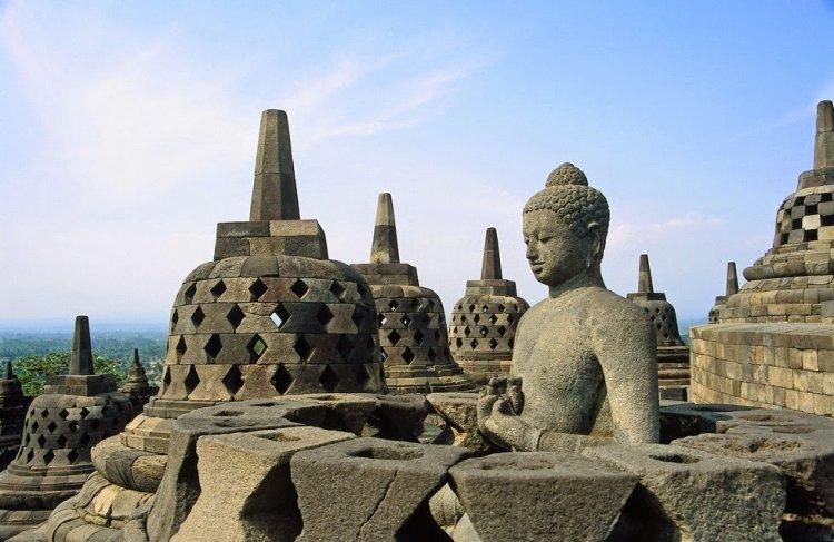 معبد يوجياكارتا في اندونيسيا