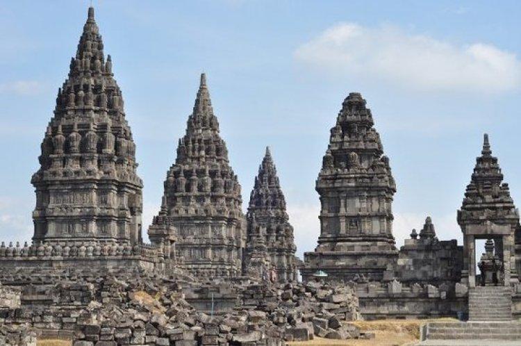 قصر يوجياكارتا في اندونيسيا