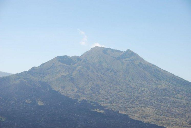 جبل أغونغ في اندونيسيا