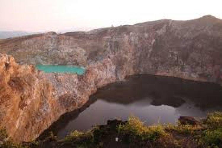 بحيرات كيليموتو في إندونيسيا