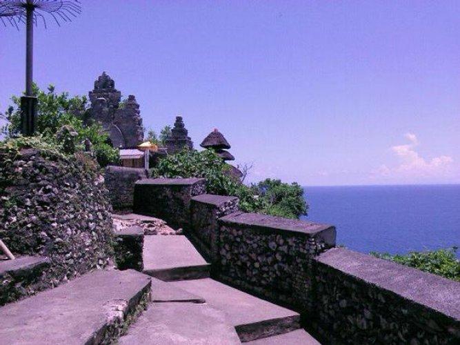 تاريخ و أسلوب العمارة في معبد أولو واتو إندونيسيا