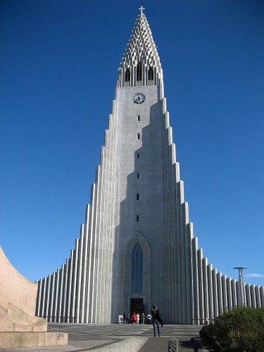 الشكل المعماري الفريد لكنيسة هالغريمور