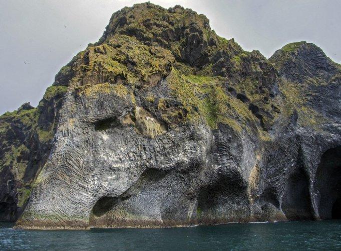 صخرة الفيل في آيسلندا