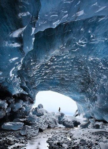 مشاهد رائعة من داخل كهف الجليد