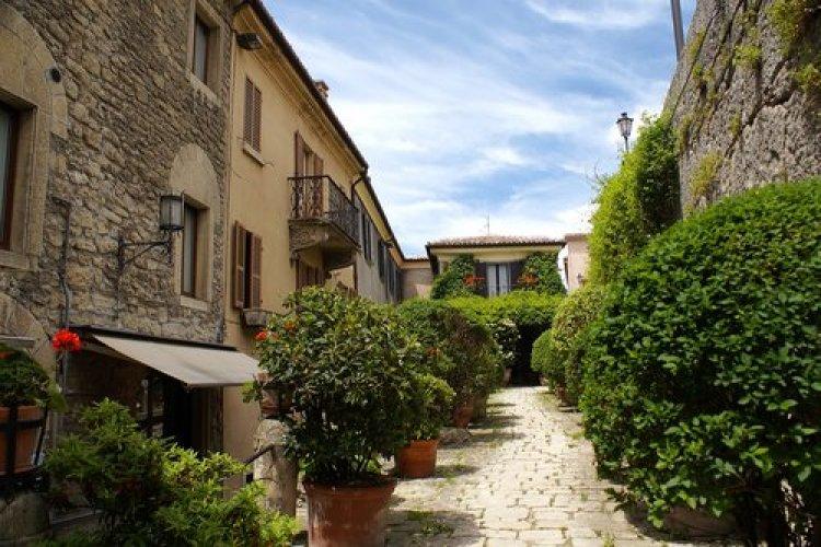 شارع سان مارينو في ايطاليا