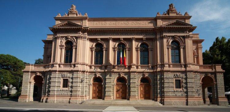 مسرح دونيزيتي في مدينة بيرغامو