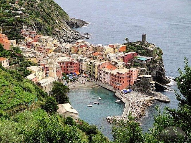 قرية فيرنازا في إيطاليا