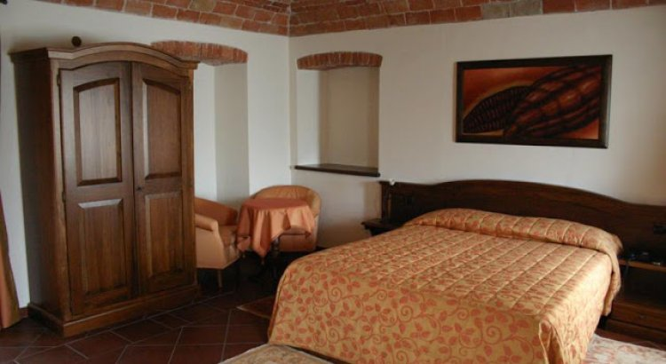 فندق فيلا بيكاريس في ألبا