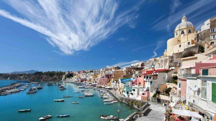 المطاعم التي تقدم البيتزا وعددًا أخر من الأطباق الإيطالية في جزيرة ايشيا