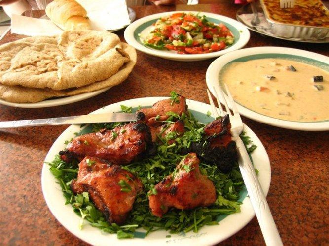 أحد أطباق في مطعم نخيل سيناء في باريس