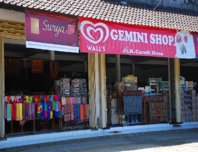 الاسواق في شارع جالان رايا كانديداسا في بالي
