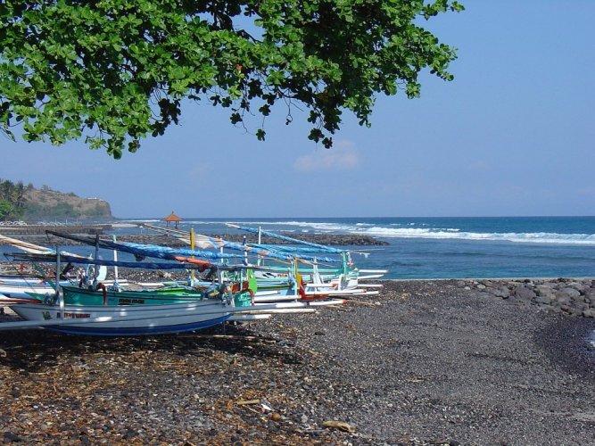 جزيرة كانديداسا Candidasa في إندونيسيا