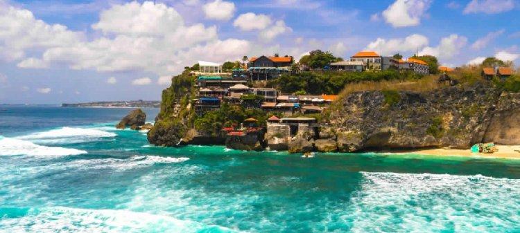 شاطئ سولوبان في جزيرة بالي الإندونيسية