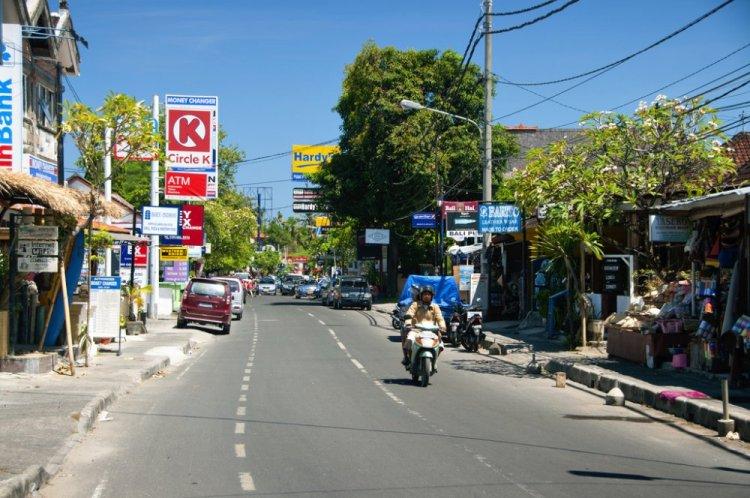 شارع Jalan Danau Tamblingan أكبر شارع في سانور