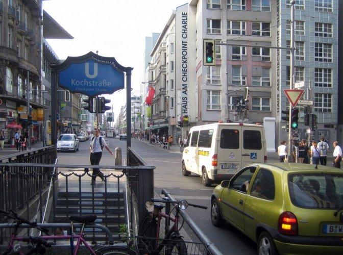 الناس في شارع فردريشتراسيه