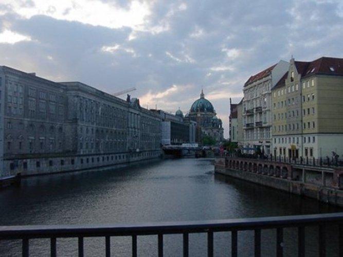 نهر شبريه في برلين - ألمانيا