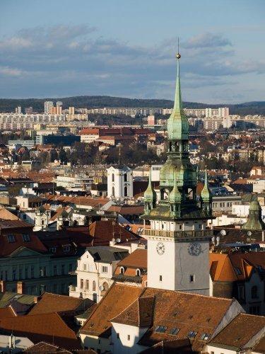 برج يوفر مشهدا بانوراميا ساحرا للمدينة