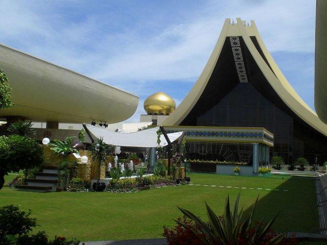 قصر نور الإيمان في سلطنة بروناي