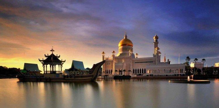 مسجد السلطان عمر علي سيف الدين في سلطنة بروناي