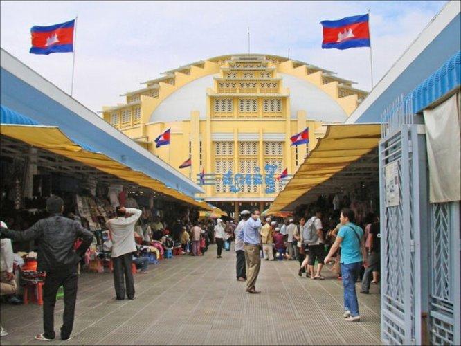 مديخل السوق المركزي في بنوم بنه