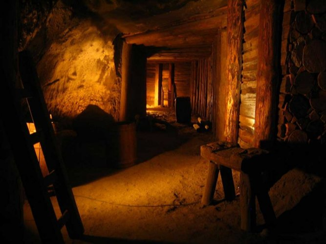 جدران منجم فياليتشكا الملحى