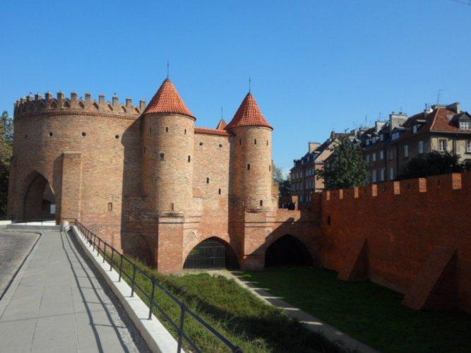الطرق المؤدي إلى حصن وارسو