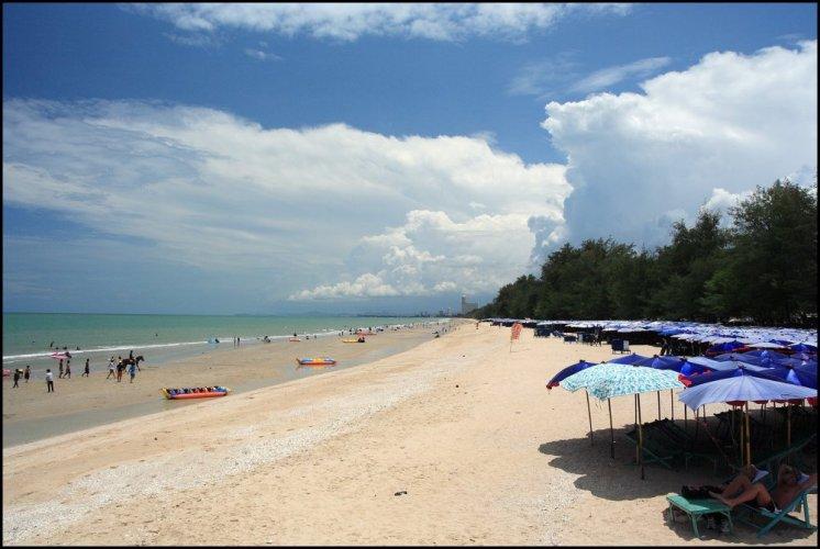شاطئ تشا-آم بيتش في فيتشابورى