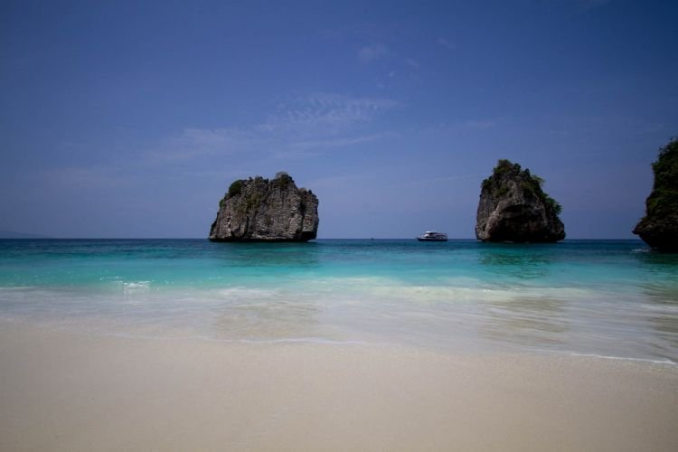 الشواطئ الناعمة والمياه اللازوردية في كوه لانتا تايلاند
