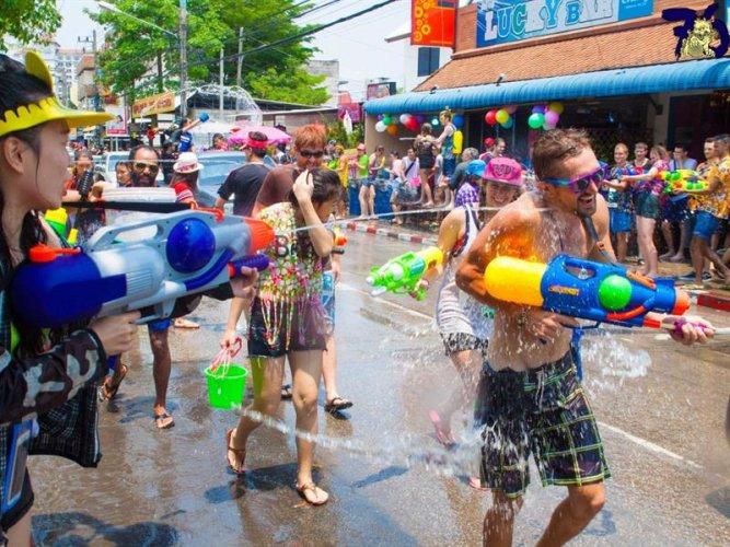 مهرجان عيد الماء أو سونغكران في تايلاند