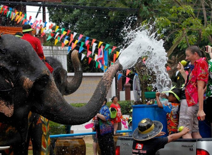 الاحتفالات في مهرجان عيد الماء