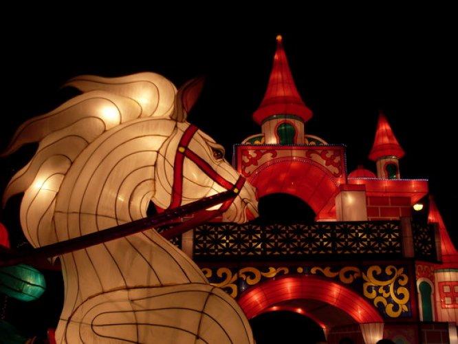 مهرجان المصابيح في تايلاند إحدى عجائب الدنيا السبع