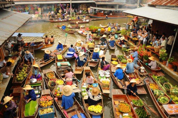 السوق العائمة في تايلاند
