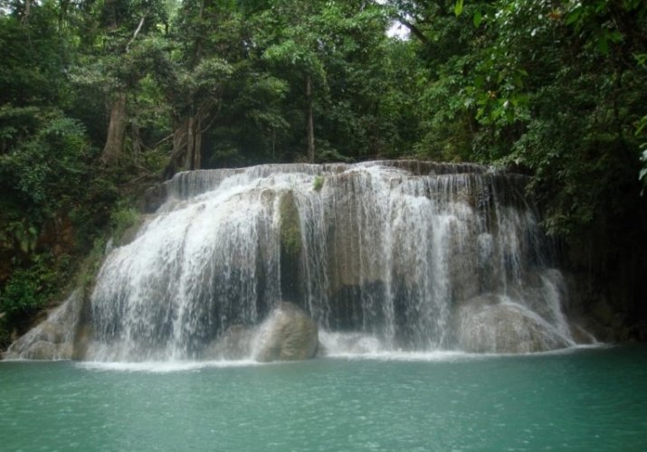 Khiri Phet Waterfall في تايلاند