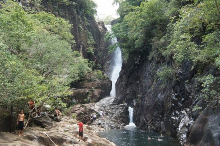 Klong plu Water fall في تايلاند