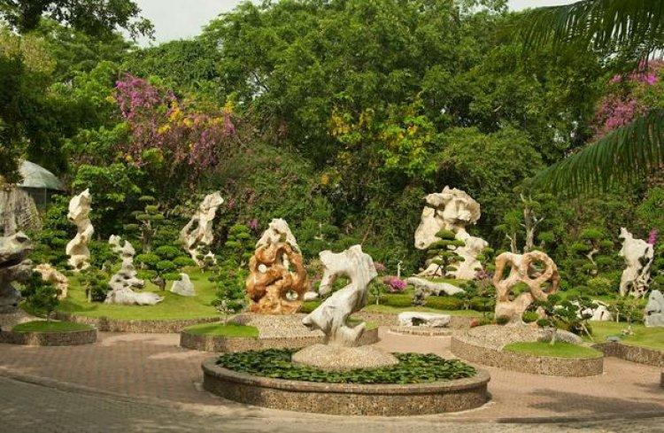 الأحجار غريبة الشكل، والأحجار المنحوتة على شكل حيوانات في حديقة صخرة المليون