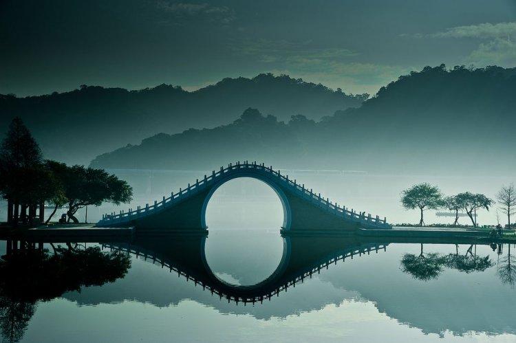 جسر القمر في تايوان تشعر أن القمر هبط إلى الأرض