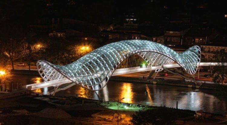 الجسر الجديد في شارع شارديني