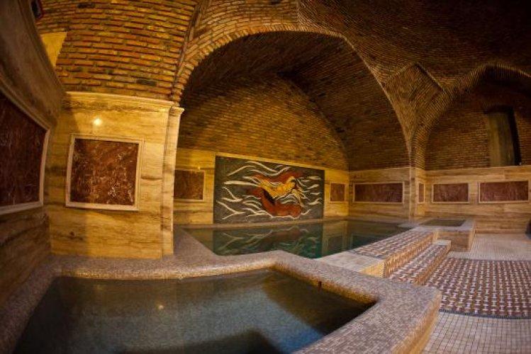 الحمامات الحرارية في شارع شارديني