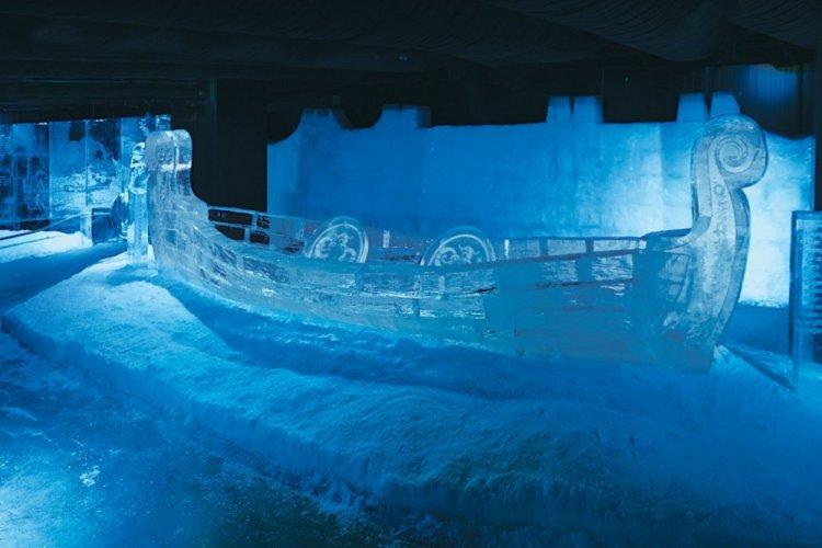 مجسم ثلجي على شكل سفينة بمتحف الثلج في تركيا