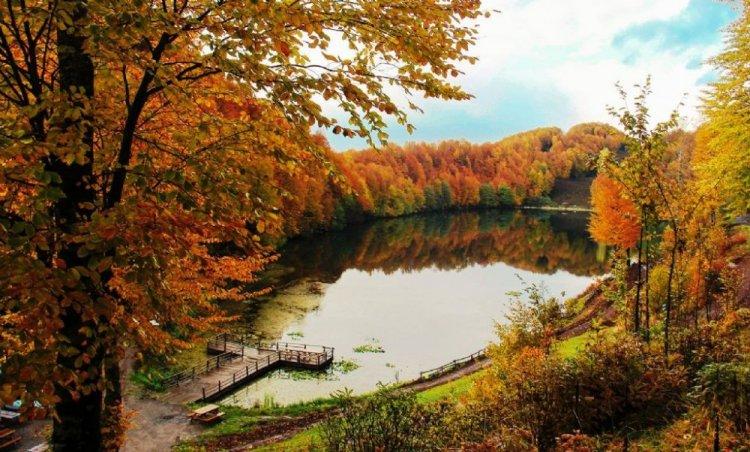 بحيرة أولوغول البرتقالية في تركيا