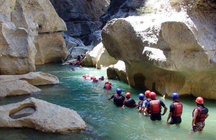السياح في وادي كوبرولو
