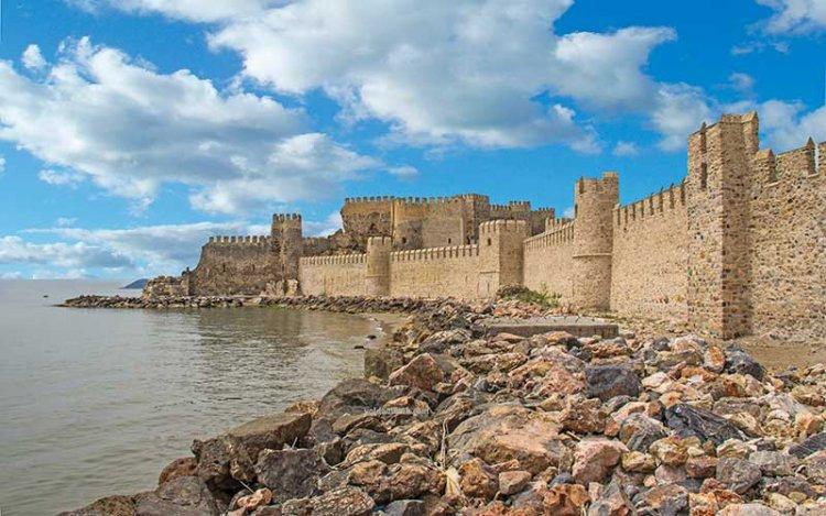 جمال قلعة معمورة الأثرية