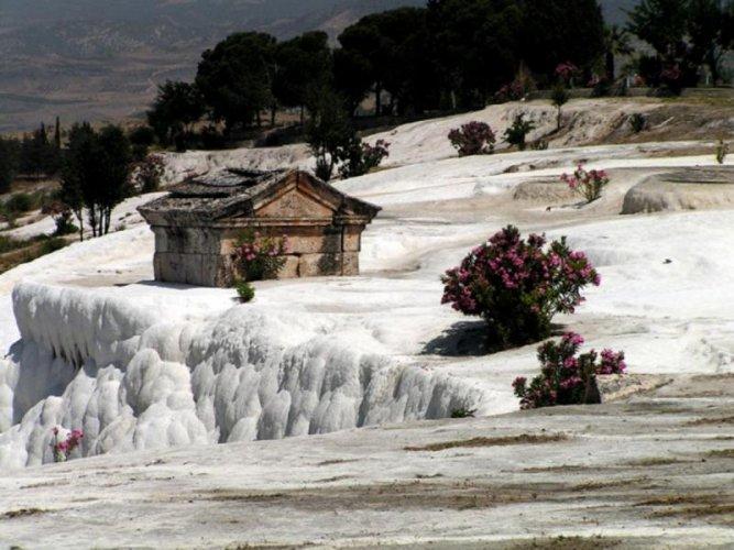 الآثار في قلعة القطن بتركيا