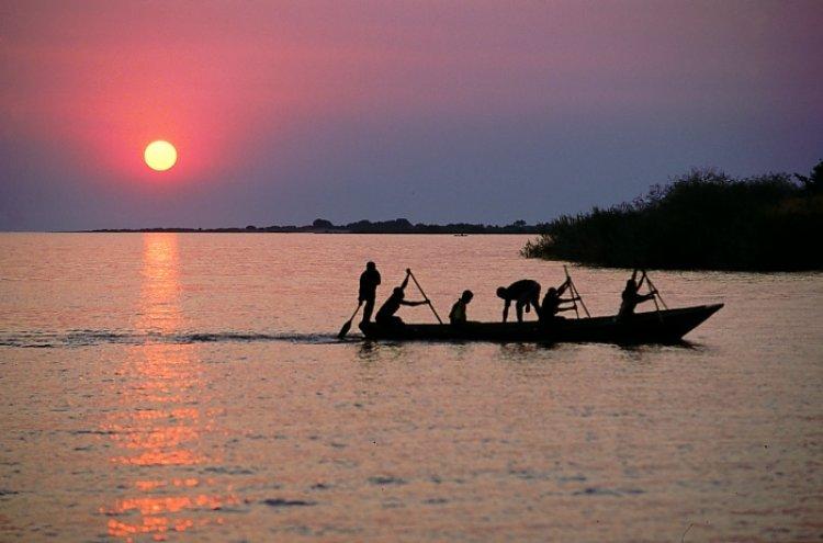 الصيادين بحيرة تنجانيقا