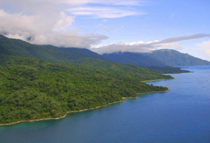 مناظر طبيعية في بحيرة تنجانيقا