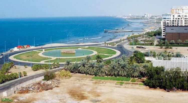 الشواطئ الرملية الناعمة والبحر الازرق في مدينة البحيرات