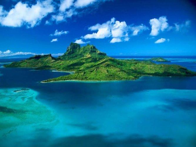 جزيرة إنجوان القمرية