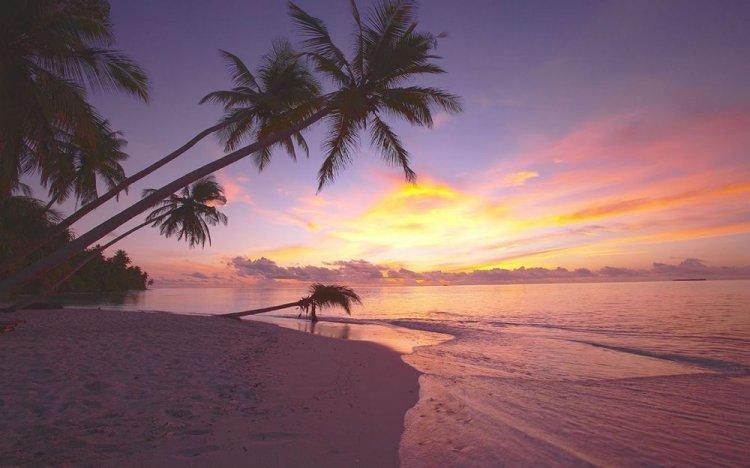 غروب الشمس في جزيرة فافو أتول