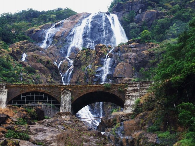 شلالات دودساغار في ولاية جوا - الهند