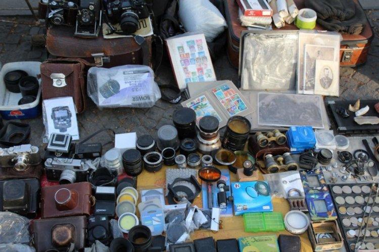 المنتجات السوفيتية القديمة في شارع مرجان شويلي في تبليسي